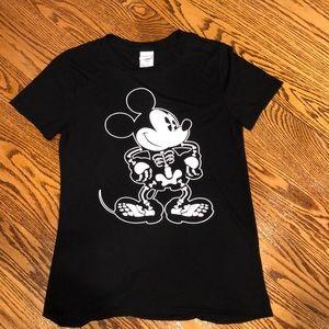 Women's XS Disney skeleton Mickey Mouse t-shirt.